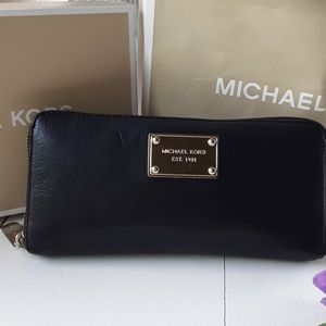 MICHAEL KORS LEATHER WALLET BLACK COLOR